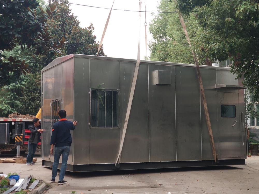 中通防爆为山东客户定制的防爆分析小屋装车发货